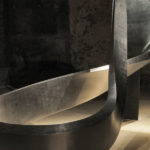 Vonal alatt | 2013 | kompozit technika, satírozott grafit | 600x500x150 cm