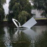 Csapásirány II. | 2016 | polyester, üvegszál, vegyestechnika | 200x450x170 cm