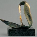 Hullámforduló | 2000 | Bronz, márvány | 35x27x10 cm